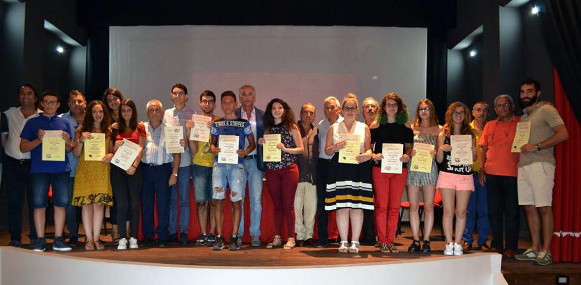 nuovi prodotti dai un'occhiata di bell'aspetto Vincitori delle Borse di studio a Reggio Calabria