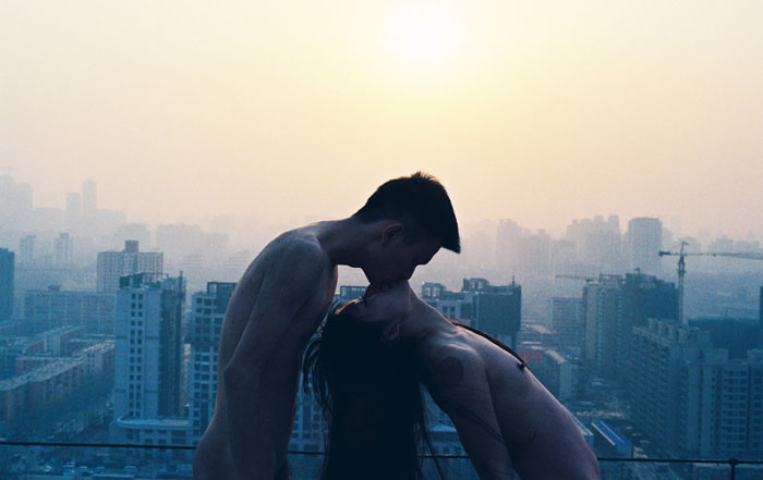 Ren Hang, Kissing roof, 2012